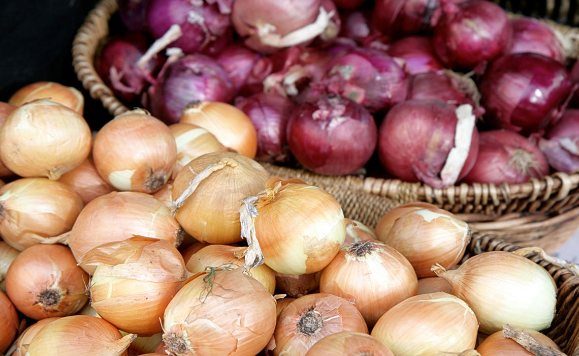 Onions [CCBY AlexisLamster]